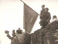 К 75-летию освобождения Новгорода: историк Виктор Смирнов предлагает вернуть в город боевое знамя