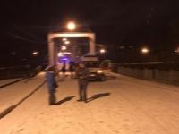 Мост в Боровичах опять привлек любителя забраться и упасть
