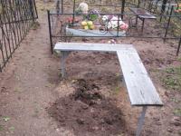 На кладбище в Новгородской области орудуют вандалы — виновный найден, но не наказан