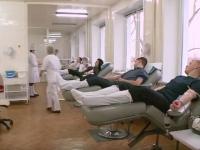 Новгородские автоинспекторы спасают жизни на дороге и в пункте переливания крови