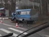 Продолжаются аварии с микроавтобусами: шесть человек пострадали в ДТП под Киришами