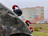 Улитки из Веряжского сквера тоже утеплились к зиме, а японский поэт получил очередной шарф