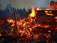 В Крестецком районе массово сжигают дома
