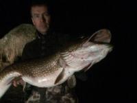 В Ленобласти рыбак поймал громадную щуку размером с человека