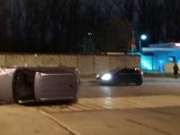 В Петербурге машинка прилегла на бочок прямо на пешеходном переходе