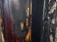 В Старой Руссе неизвестный поджег дверь квартиры