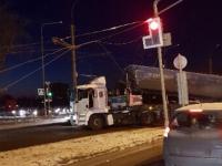 В Великом Новгороде троллейбусы идут не по расписанию из-за самосвала, сорвавшего провода. Пробка 3 км