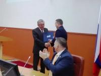 Юрий Бобрышев напутствовал нового новгородского мэра и подарил ему фотоальбом