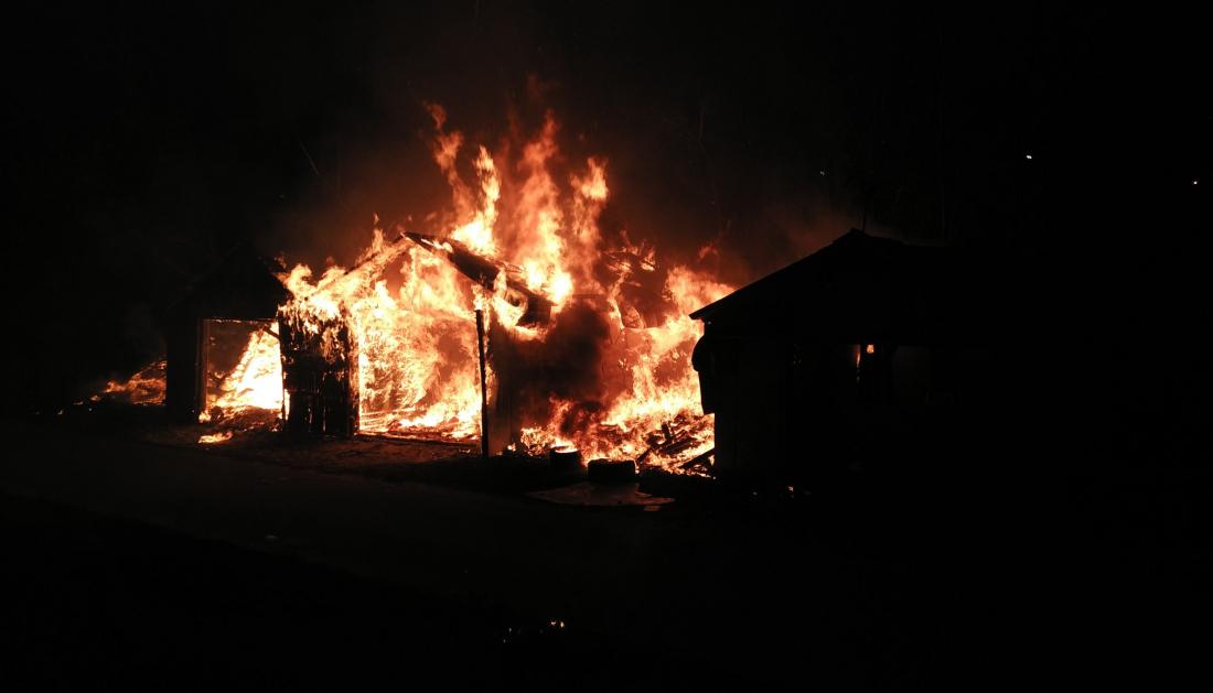 В Великом Новгороде на проспекте Корсунова за вечер сгорело три автомобиля