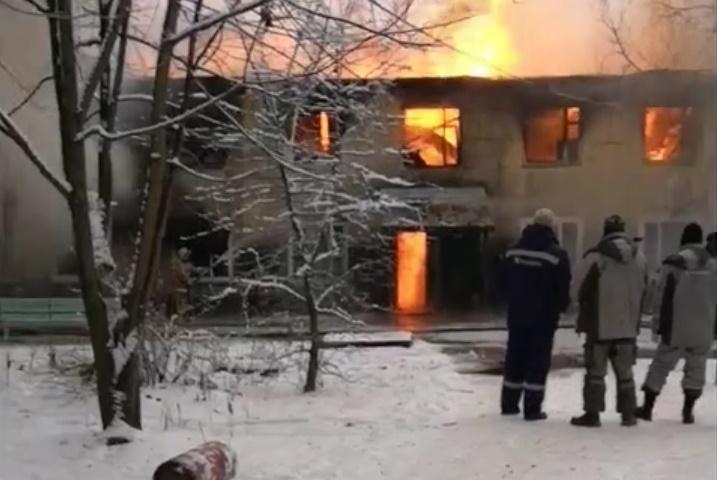 Обычный подвиг пестовских пожарных вызвал битву комментаторов