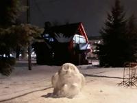 «53 новости» выяснили, кто создает снежных чудиков в центре Великого Новгорода