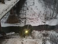 Два автомобиля за сутки «вылетели» с моста в Окуловском районе