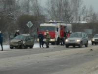 Две легковушки и автобус столкнулись на Лужском шоссе в Великом Новгороде