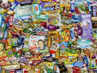 Эксперты назвали наиболее вредные и полезные для детей новогодние сладости