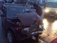 На Колмовской набережной в Великом Новгороде жестко столкнулись ВАЗ и «Хендай»