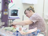 Новгородские мамы теперь могут ухаживать за своим новорожденным малышом даже в реанимации