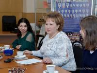 Председатель областной Думы Елена Писарева встретилась со студентами-волонтерами