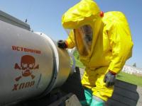 В Старой Руссе МЧС в уникальных условиях обезвредит контейнеры со смертельно опасным веществом