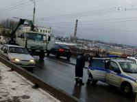 В Великом Новгороде полиция преследовала пьяного водителя КамАЗа, поцарапавшего ларек