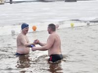 В Великом Новгороде опытные и начинающие моржи сразились в битве