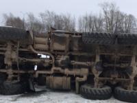 В Великом Новгороде столкнулись «КамАЗ» и «Рено»: есть пострадавший