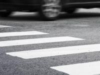 В Великом Новгороде женщина проигнорировала «зебру» и попала под колеса