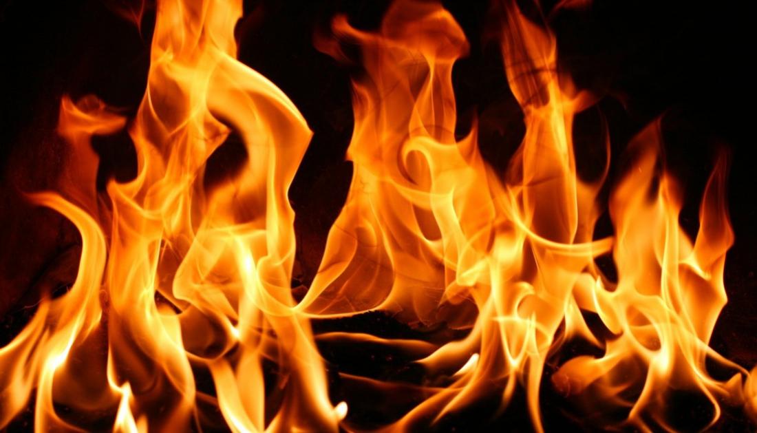 В Валдае сгорел дом. В Здриноге - баня