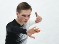 Фигурист Михаил Коляда мужественно закончил произвольную программу с серьёзной травмой руки