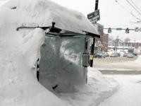 На боровичанку упал снежный ком стоимостью в 250 тысяч рублей