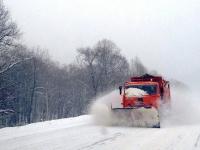 Из-за непогоды на трассы в Новгородской области выедут 62 снегоочистительные машины