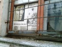 Новгородский депутат забрался в заброшенное здание медучилища на Никольской