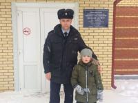 Отважный госавтоинспектор навестил в хвойнинском садике малыша, которого спас из горящего дома