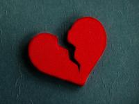 Продолжительное запихивание купюр и золота в ритуальную книгу не принесло новгородке счастья в любви