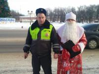 В Новгородской области Дед Мороз и ГИБДД взяли клятву с водителей