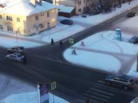 В Великом Новгороде автоледи врезалась перед «лежачим полицейским» в машину ДПС