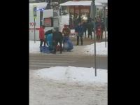 В Великом Новгороде человеку стало плохо на пешеходном переходе