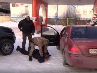В Великом Новгороде ФСБ и СКР задержали посредников в крупной взятке