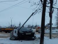 В Великом Новгороде «Рено» вылетел с проезжей части и нарушил работу светофора