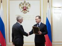 Дмитрий Медведев объявил благодарность сенатору от Новгородской области Сергею Фабричному