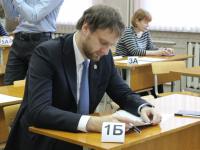 Министр образования Новгородской области Павел Татаренко сдал ЕГЭ с родителями учеников