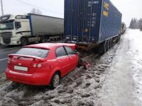 Сегодня утром водитель иномарки попал в реанимацию после ДТП в Новгородском районе