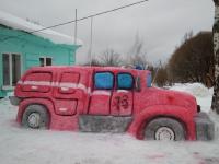 Спасатели Новгородской области сделали пожарную машину из снега