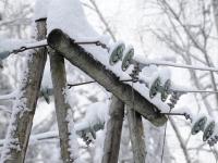 В Новгородской области специалисты перешли на особый режим, чтобы дать людям свет