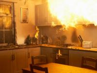 В Новгородской области за сутки сгорели дом, кухня, гараж и котельная