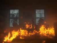 В поддорской квартире горели личные вещи хозяина — пожарные выезжали на место