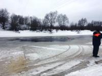 В Старой Руссе под лёд ушла машина с мужчиной и ребёнком