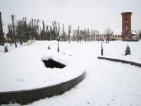 В Старой Руссе подростки сломали купол фонтана на Соборной площади