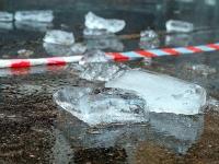 В Великом Новгороде усилили контроль за очисткой крыш от снега и льда