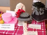 Конкурс шляпок собрал в «Васильках» десятки модниц и рукодельниц