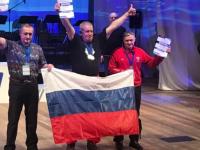 Новгородцы одолели ледяной бассейн озера в Мурманске на призовые места среди 400 моржей